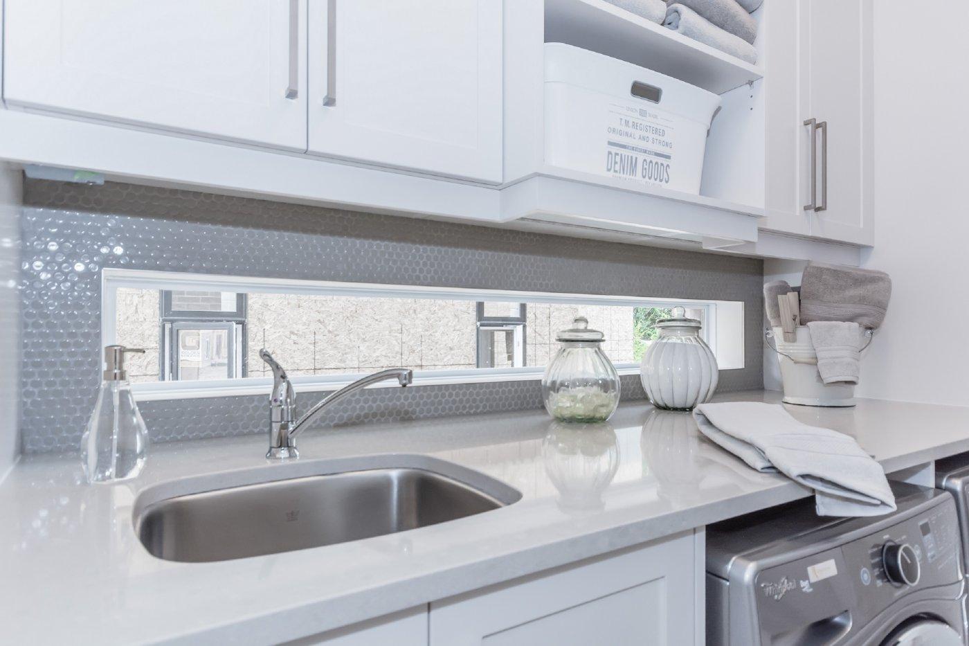 Contemporary Laundry Room Backsplash Ceramic Decor