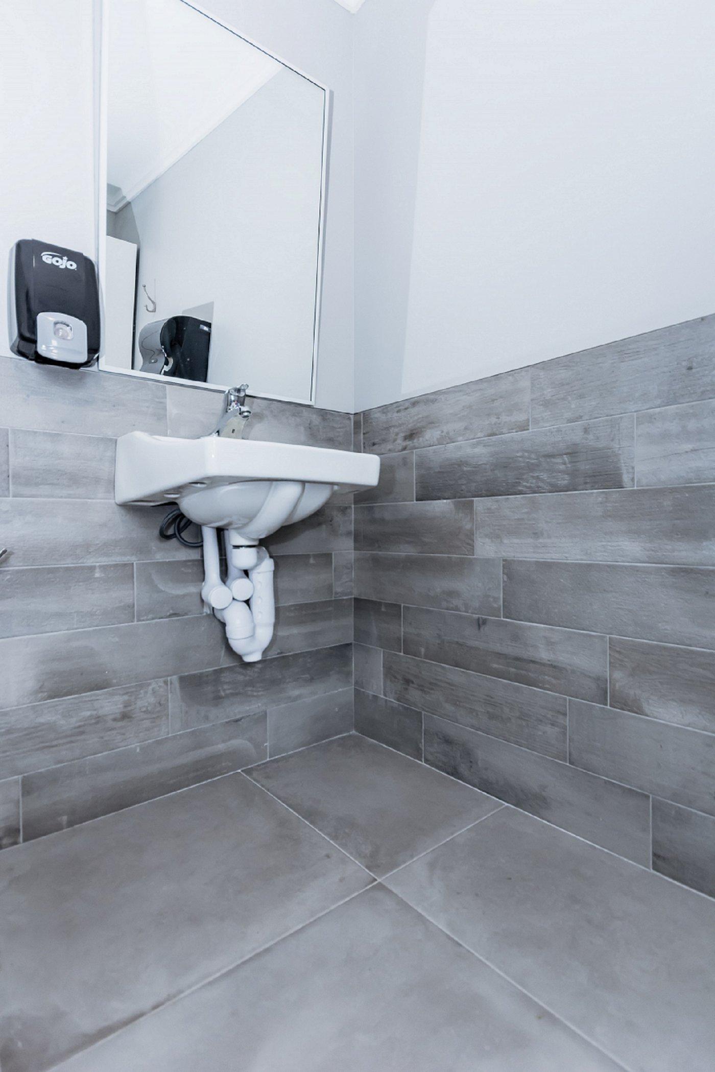 Tiled Bathroom Floor and Wall | Ceramic Decor